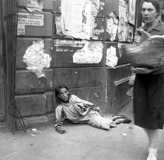 Daily_Life_In_The_Warsaw_Ghetto_28.jpg