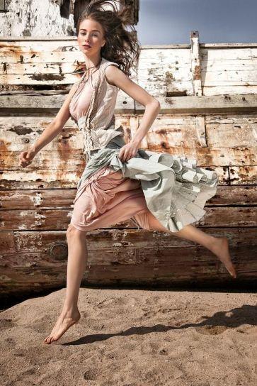 6790e4e3ee7f86a6c937c42a44f4e261--fashion-editorial-photography-female-photography
